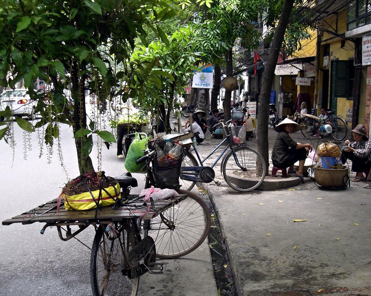 Name:Old quarter Hanoi Original source: https://commons.wikimedia.org/wiki/File:Hanoi_Downtown_Street_Life.jpg