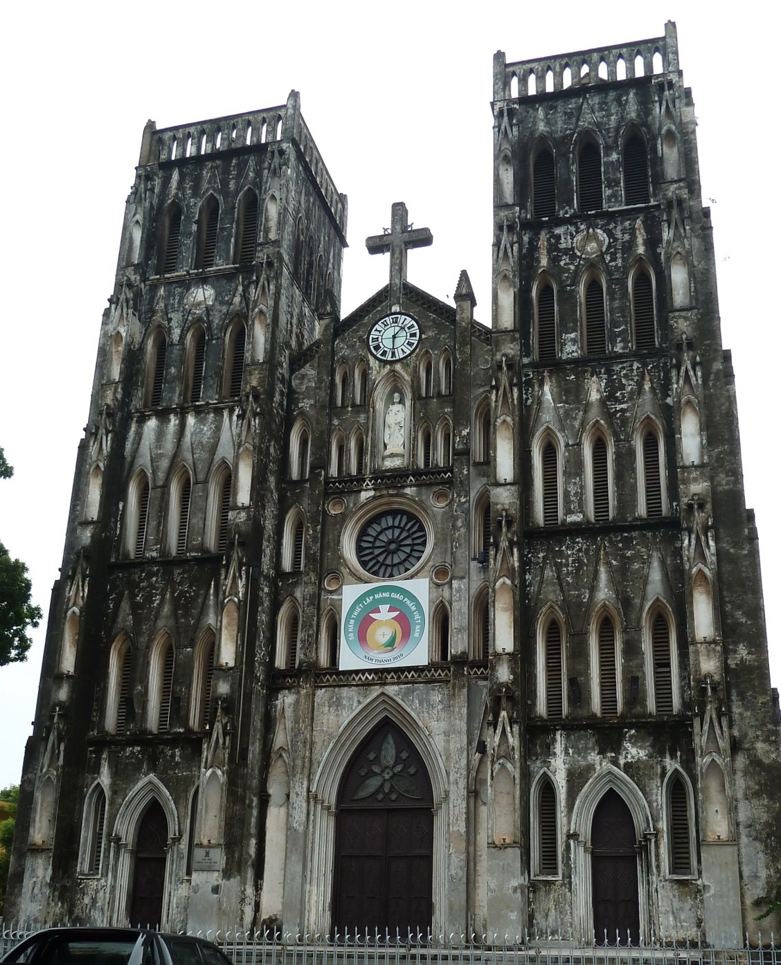 Name: St. Joseph Cathedral Original source: https://en.wikipedia.org/wiki/St._Joseph%27s_Cathedral,_Hanoi